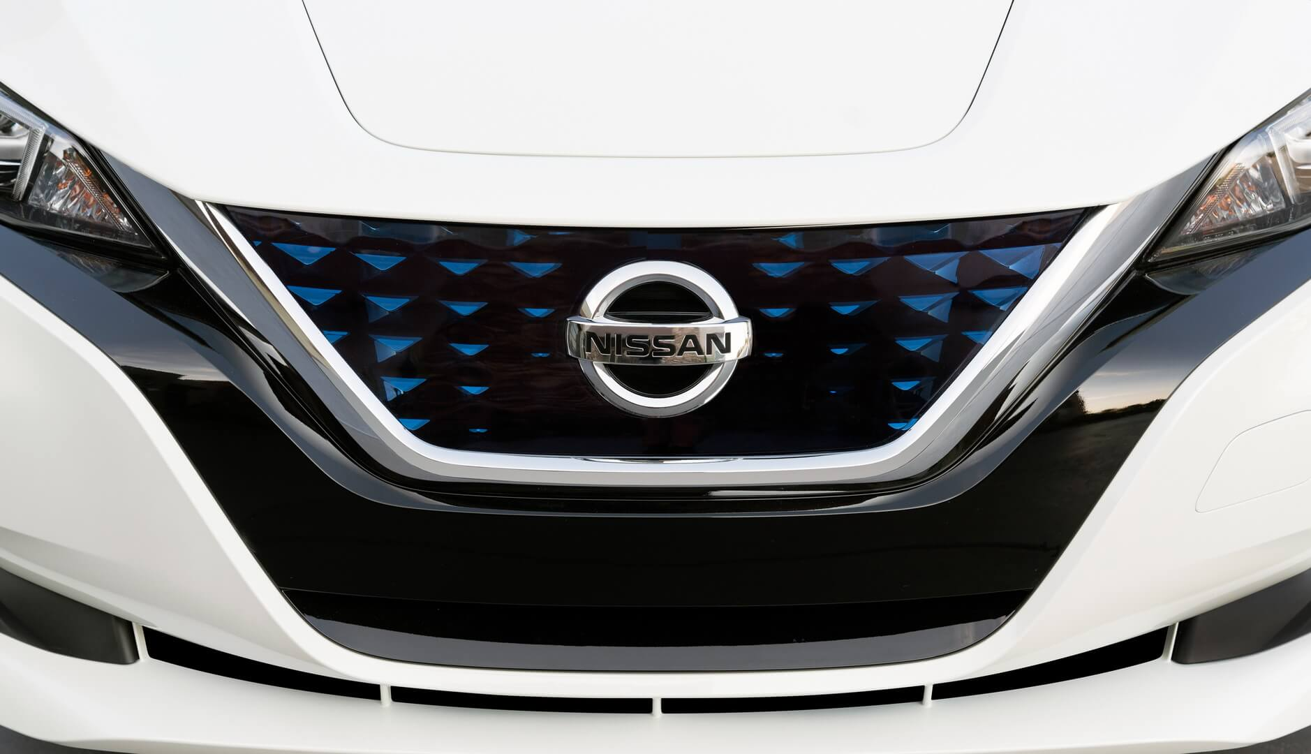 Решітка V-Motion в Nissan Leaf 2018