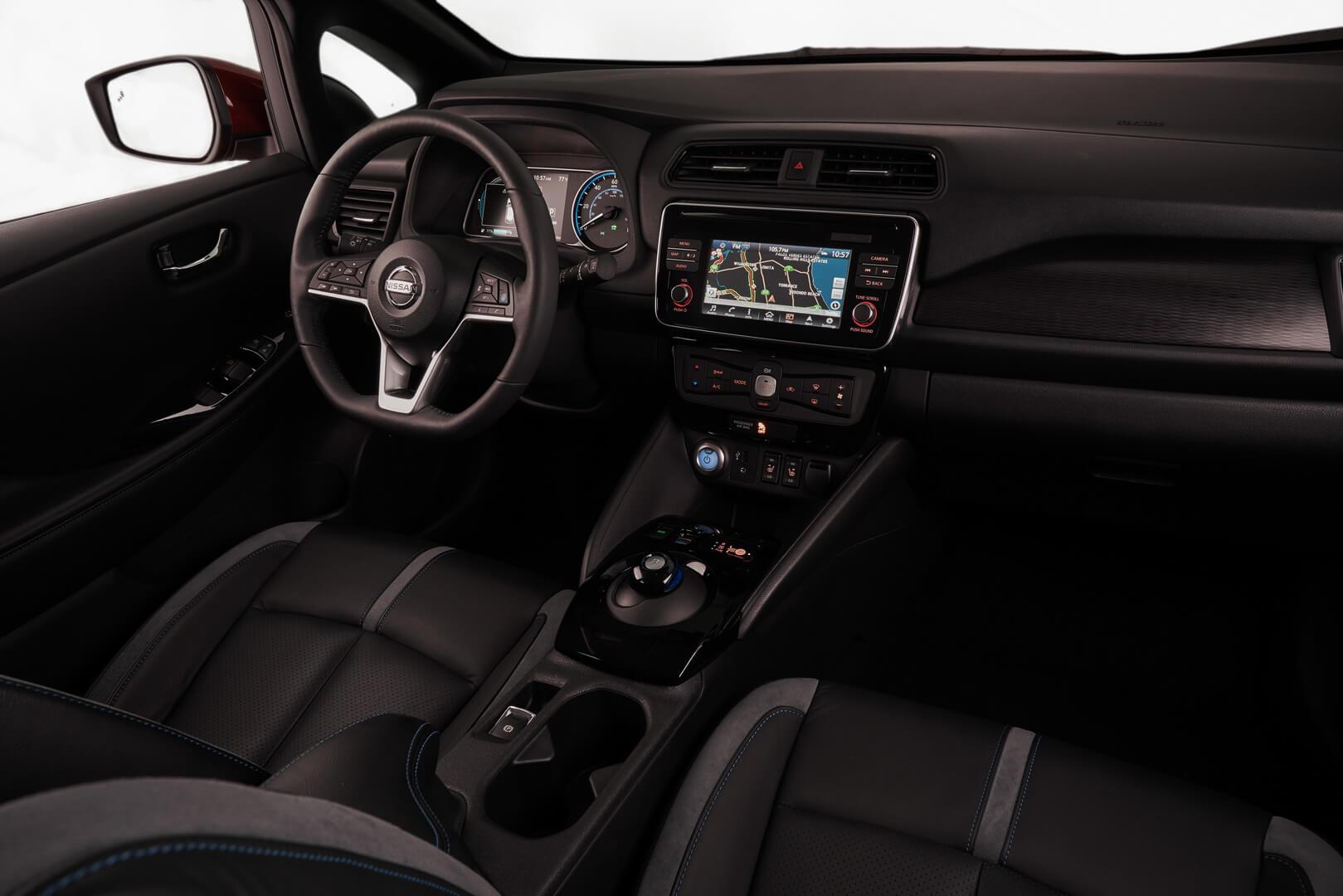 Інтер'єр салону електромобіля Nissan Leaf 2018