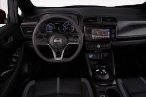 Інтер'єр Nissan Leaf 2018 — фото 2