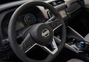 Інтер'єр Nissan Leaf 2018 — фото 3