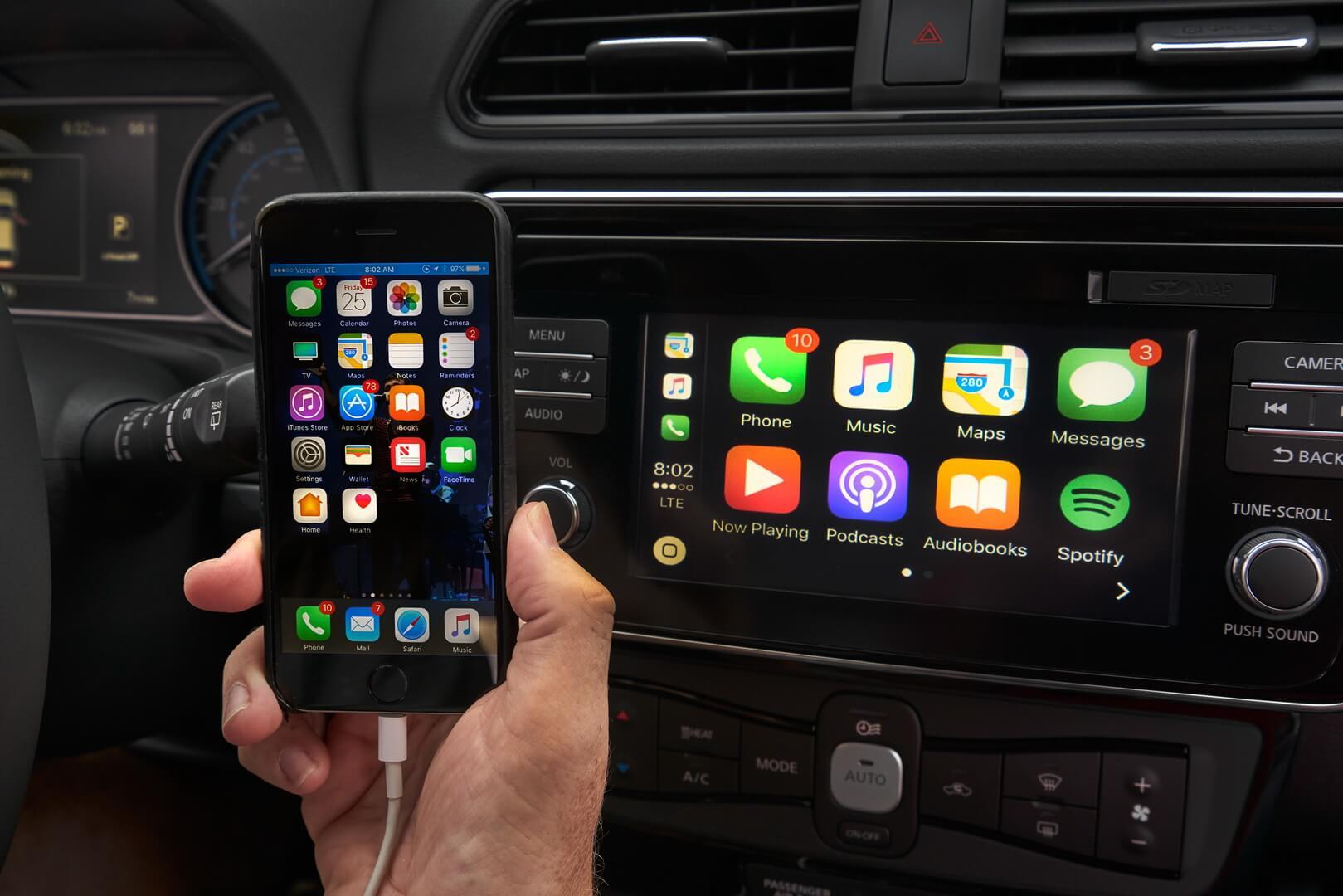 Підключення смартфону до електромобіля через Apple CarPlay™