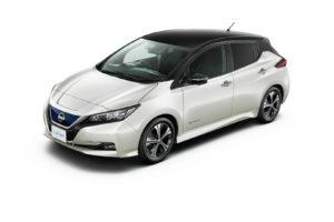 Електромобіль Nissan Leaf 2018 — колір white & black