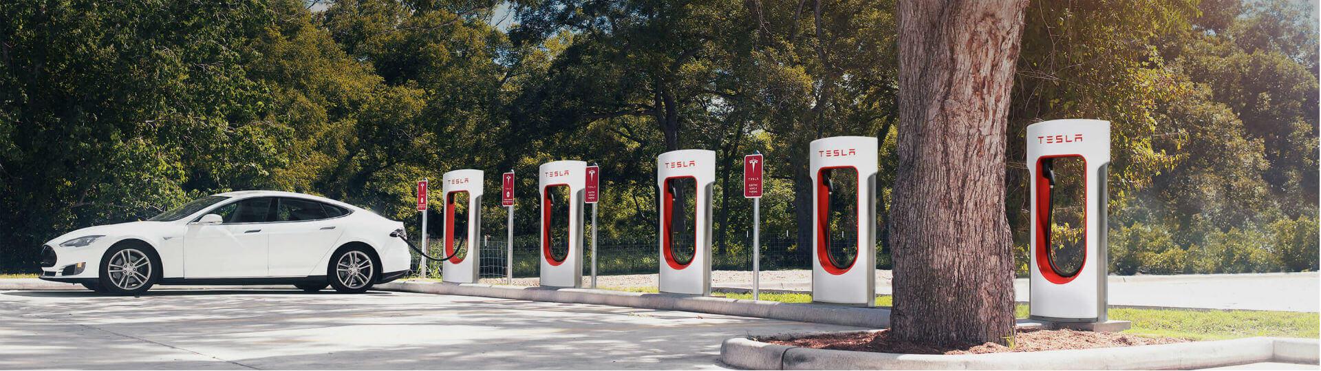 Швидкі зарядні станції Tesla Supercharger