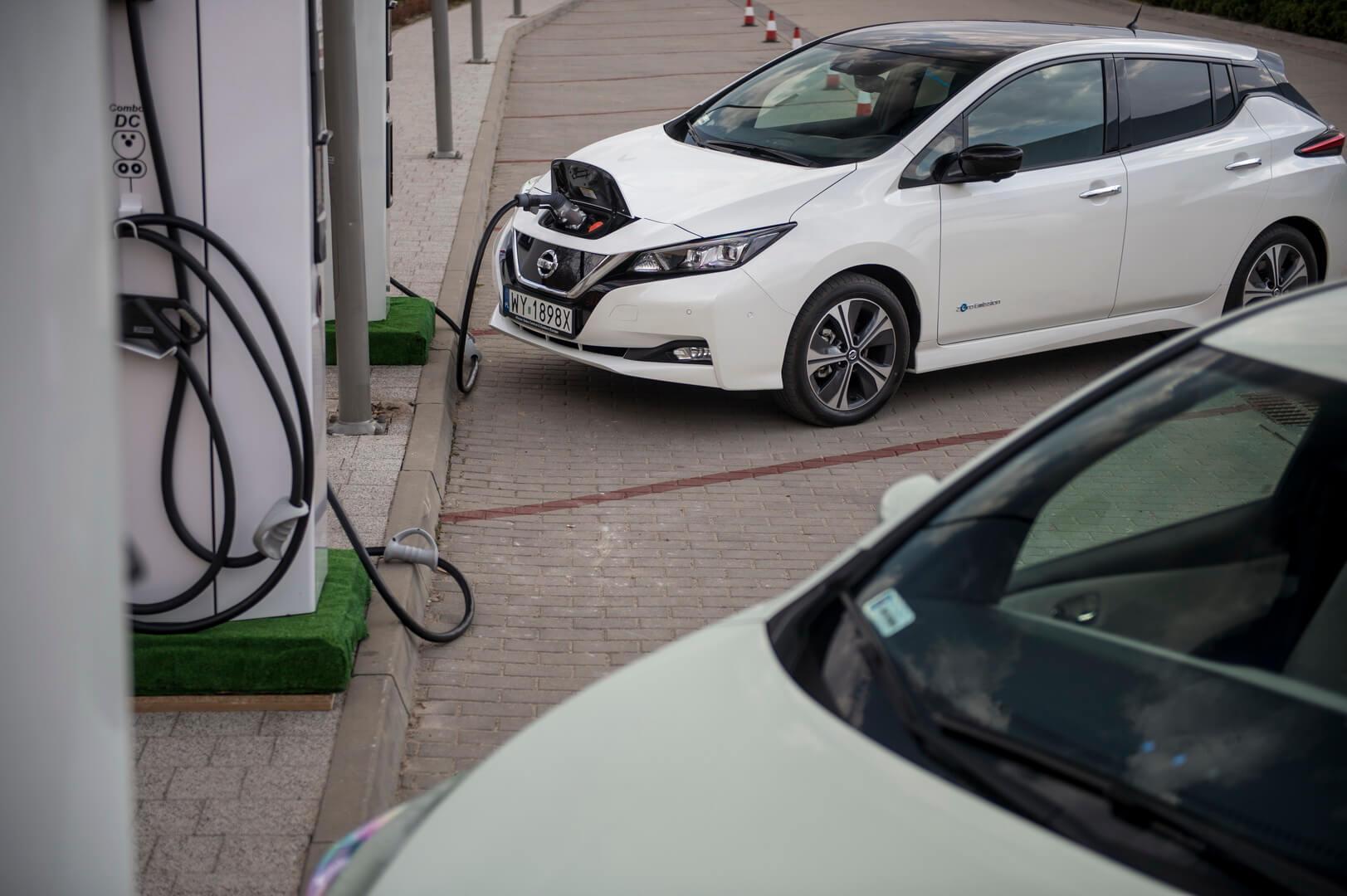 Nissan Leaf 2018 на зарядці