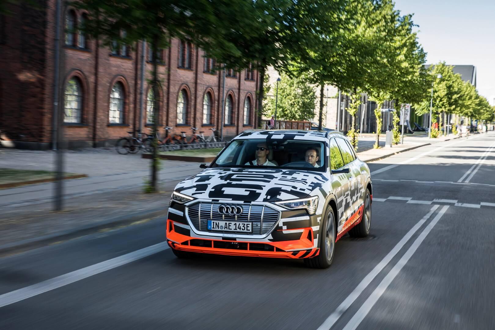 Електричний кросовер Audi e-tron quattro