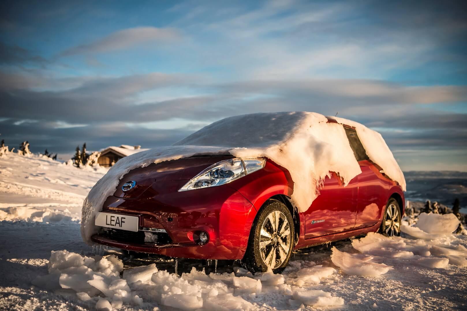 Nissan Leaf під снігом