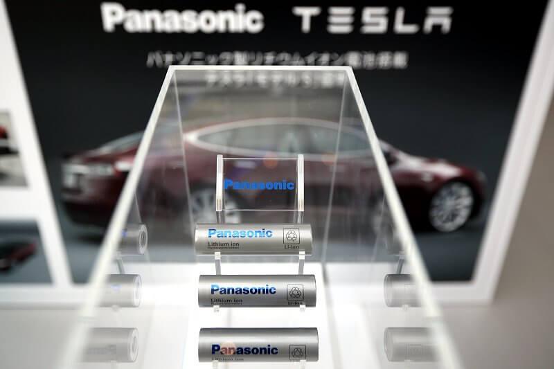 Акумуляторні батареї Panasonic в електромобілях Tesla