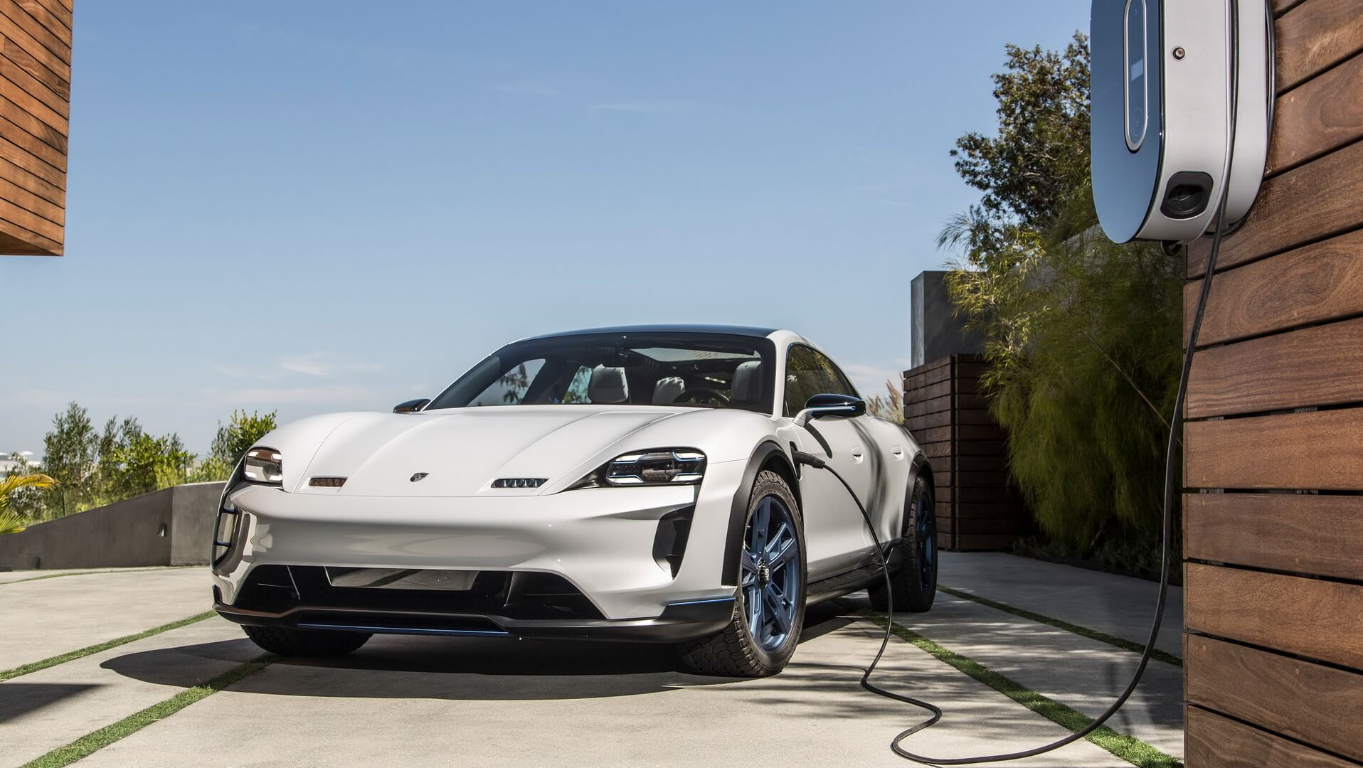 Зарядка Porsche Mission E Cross Turismo