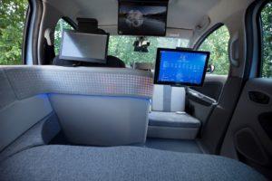 Переобладнаний салон Renault Zoe для експериментальної служби замовлення автономного таксі