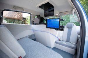 Переобладнаний салон Renault Zoe для служби замовлення автономного таксі