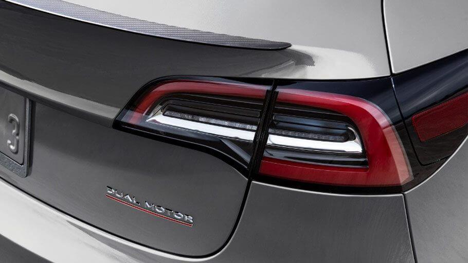 Значок Tesla Model 3 в модифікації Dual Motor