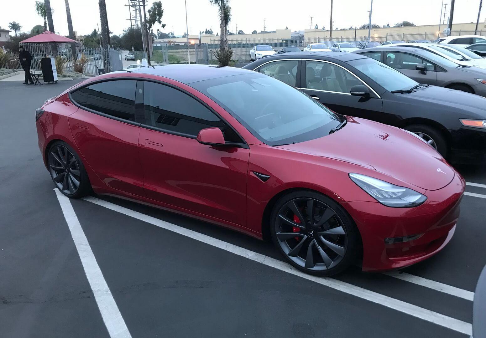 Повнопривідна Tesla Model 3з двома двигунами