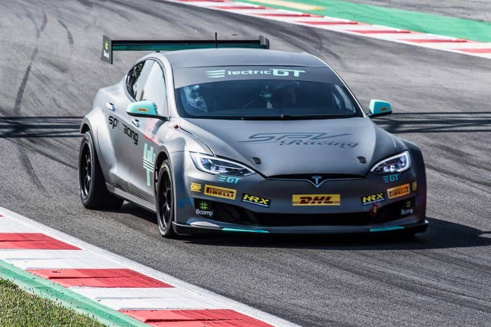 Спортивна Tesla Model SP100D для участі вгонках Electric GT