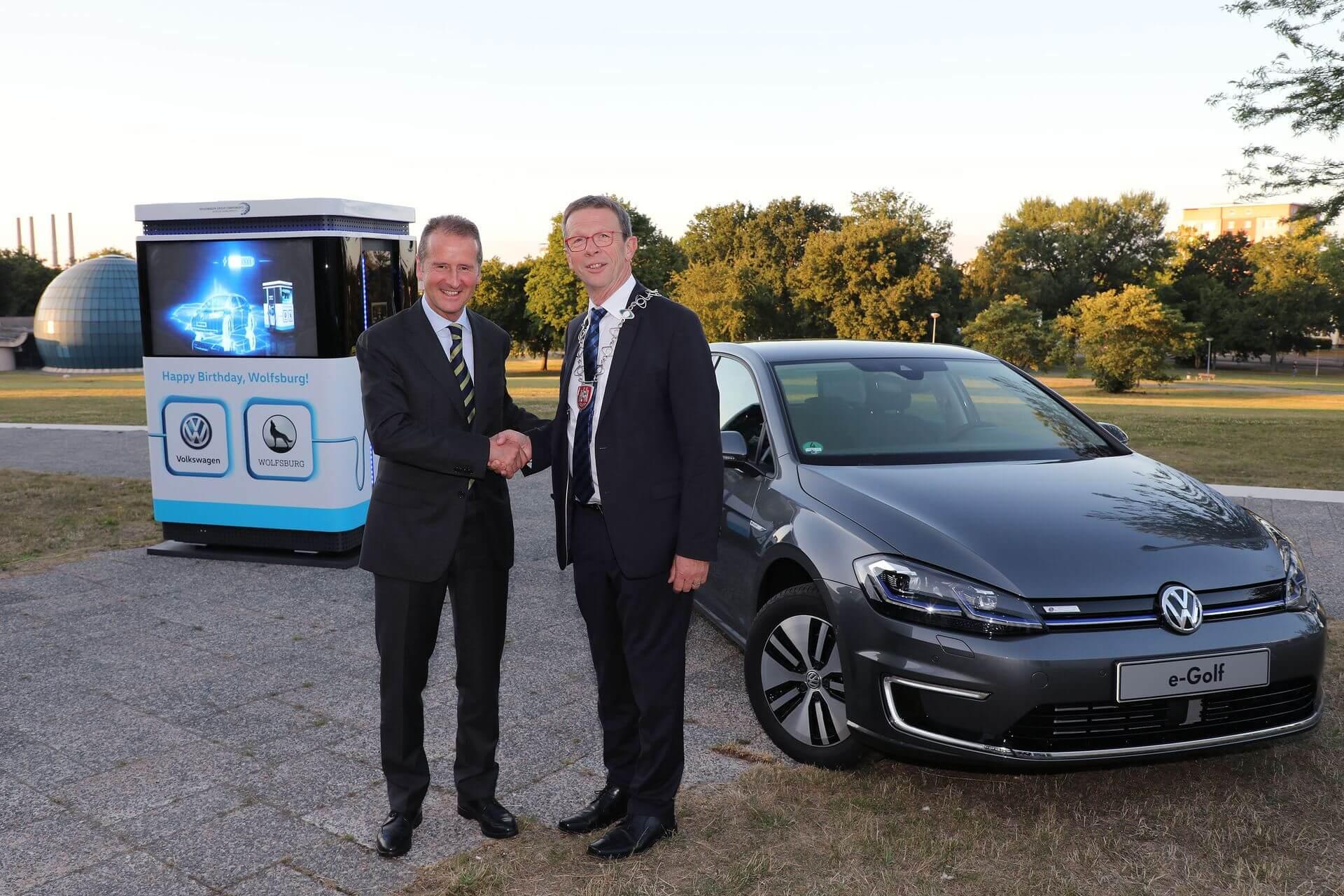 Вручення місту Вольфсбург 12спеціальних мобільних зарядних станцій Volkswagen