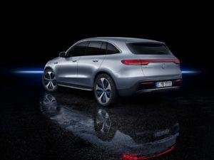 Екстер'єр Mercedes-Benz EQC — фото 3