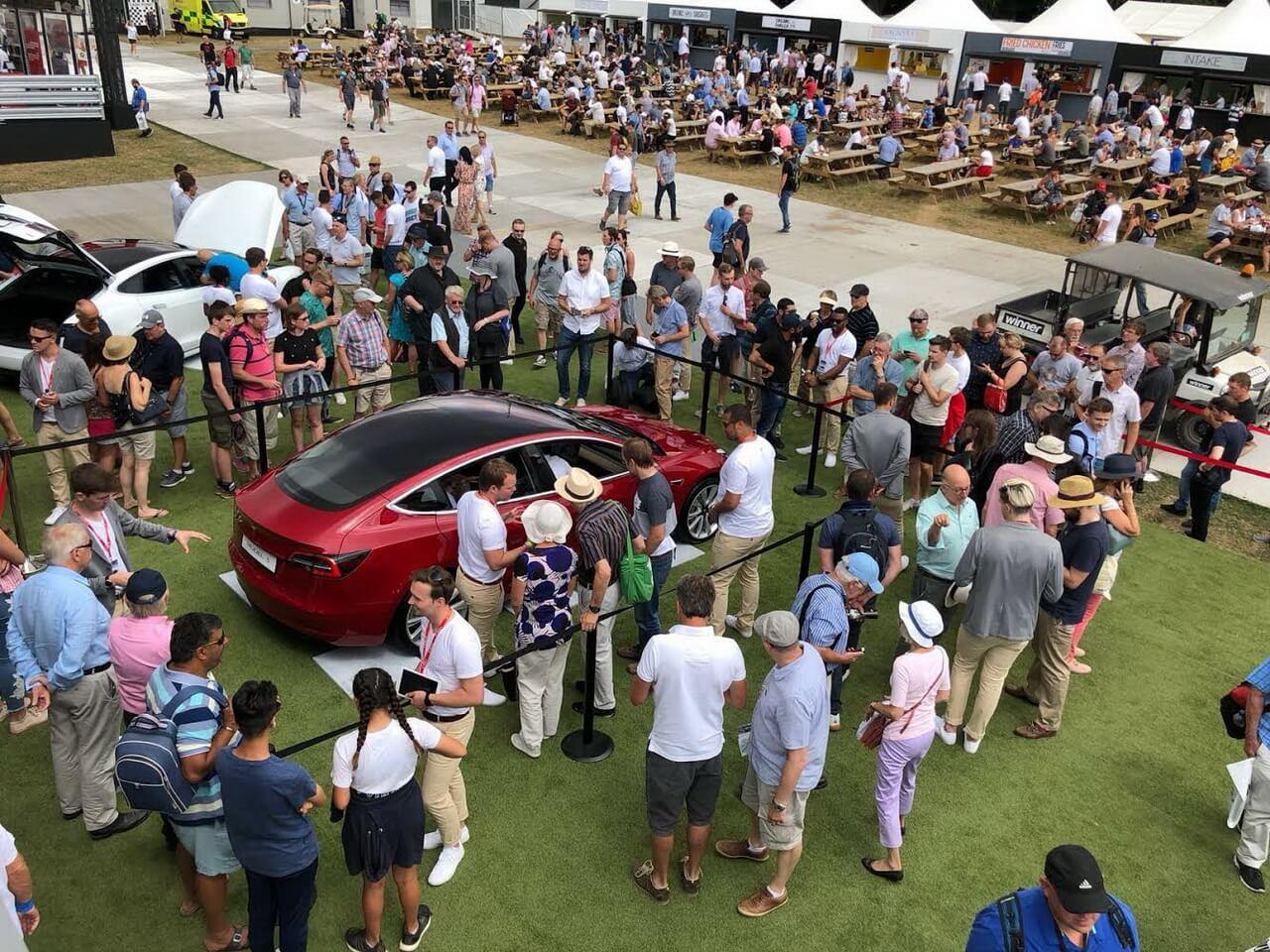 Tesla привезла Model 3в Європу врамках свого показу наФестивалі швидкості Гудвуда в2018 році