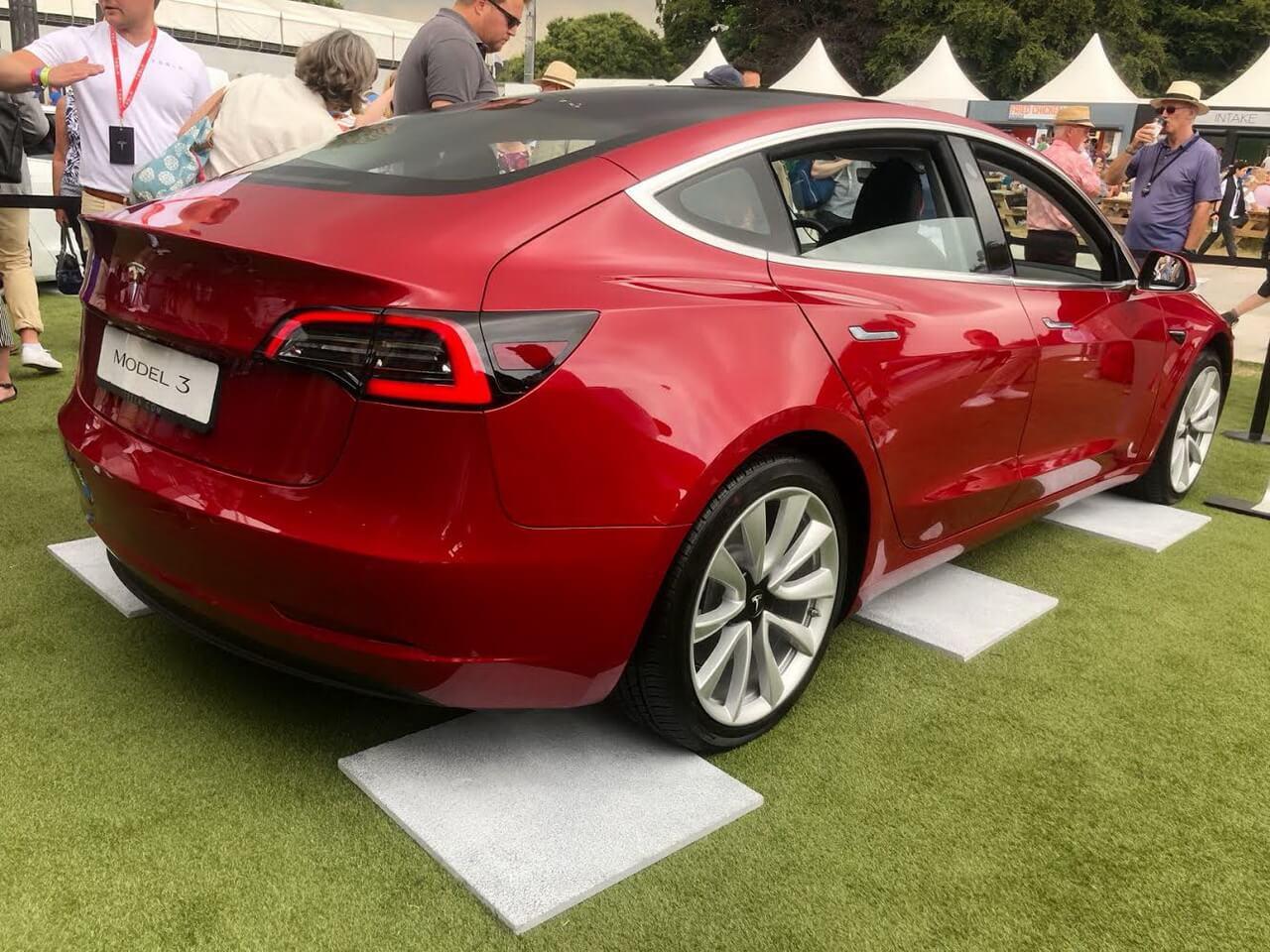 Tesla Model 3на Фестивалі швидкості Гудвуді в2018 році