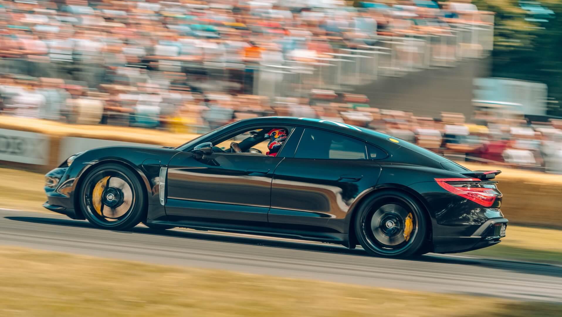 Porsche Taycan показав свої можливості на фестивалі швидкості в Гудвуді