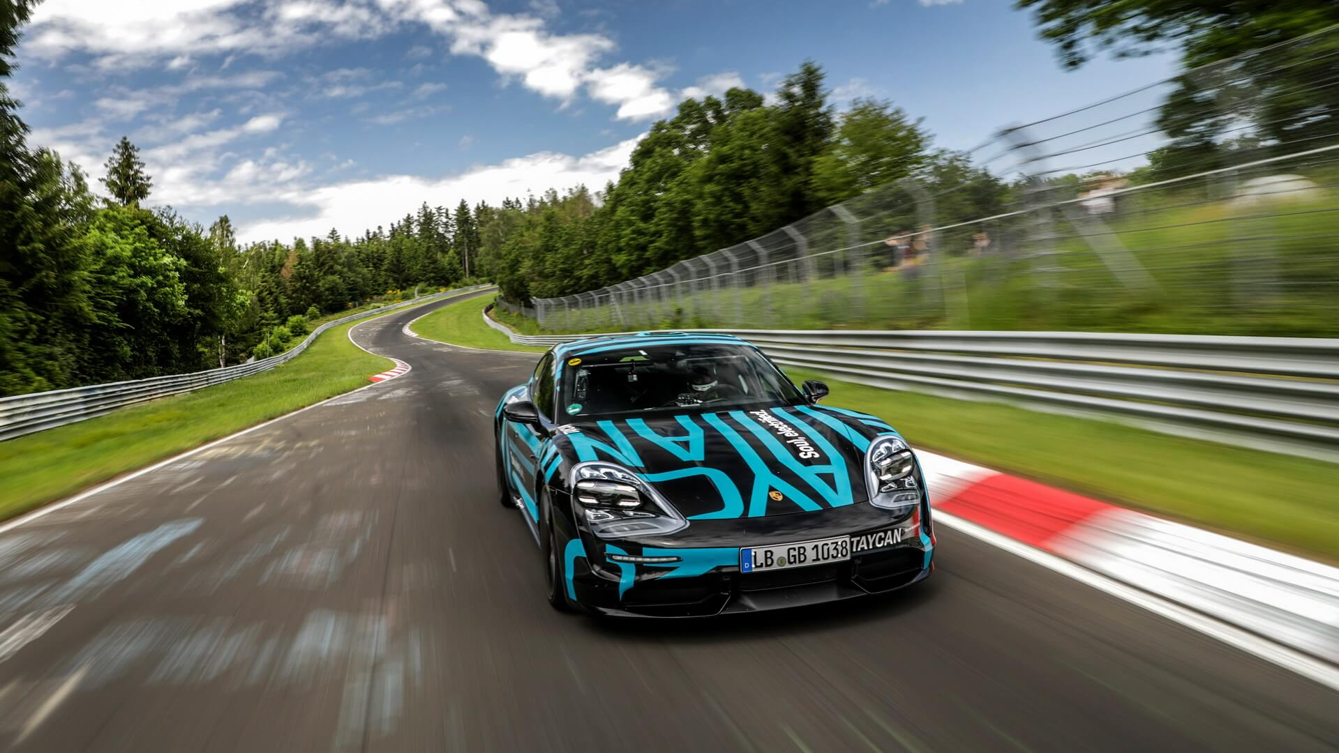 Porsche Taycan встановив рекорд Нюрбургринга для чотирьохдверних електромобілів