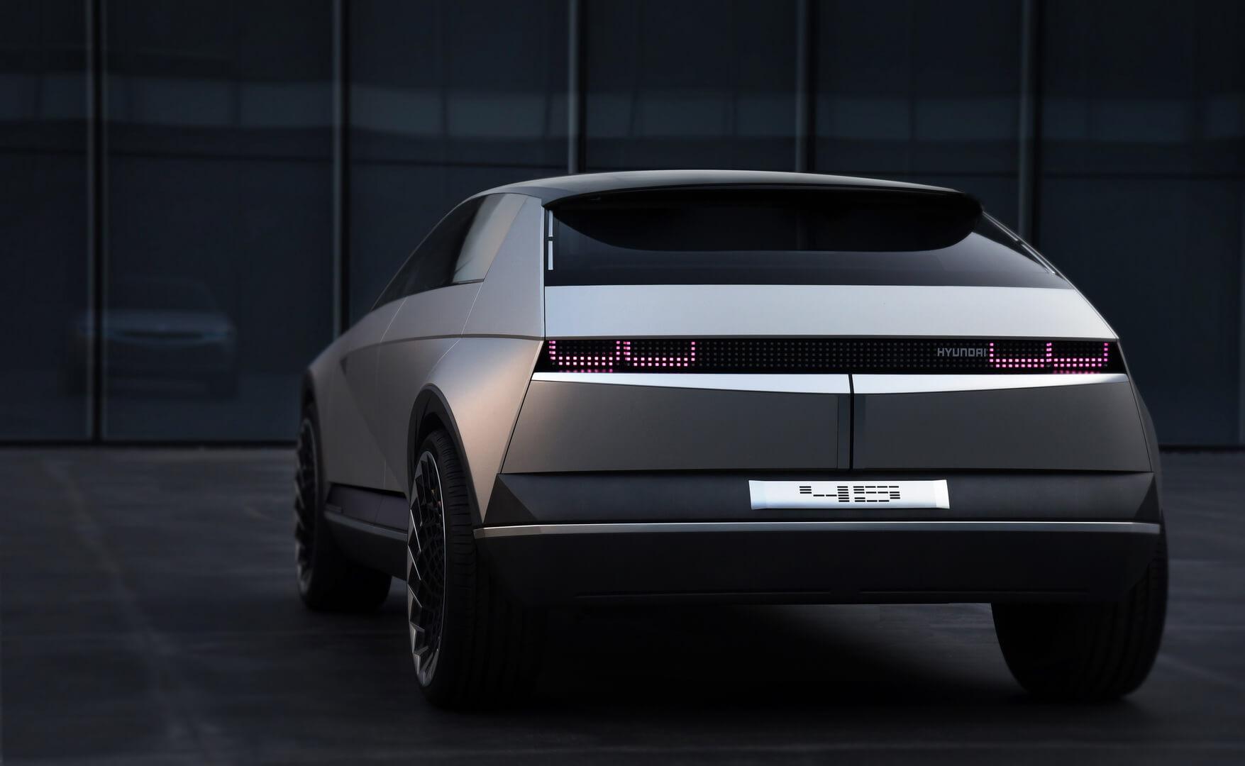 Hyundai представив концепт електромобіля «45» з дизайном 1970-х років