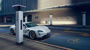 Porsche Taycan на зарядній станції Ionity