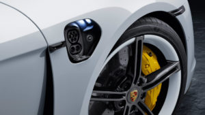 Зарядний порт Porsche Taycan