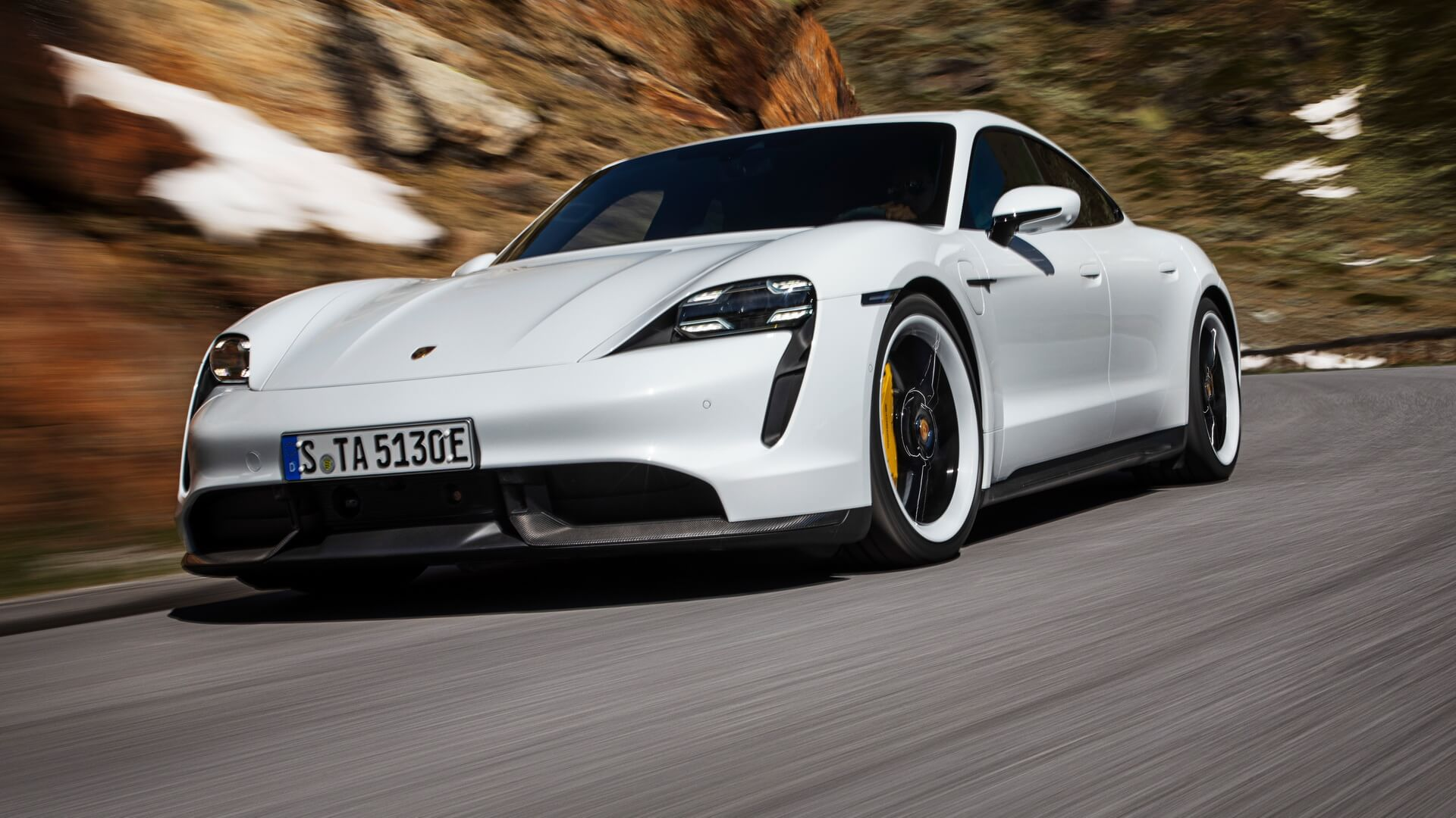Porsche представив серійну версію спортивного електромобіля Taycan