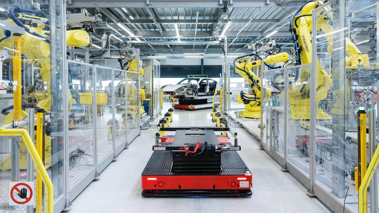 Виробництво електромобіля Porsche Taycan на майданчику в Цуффенхаузені