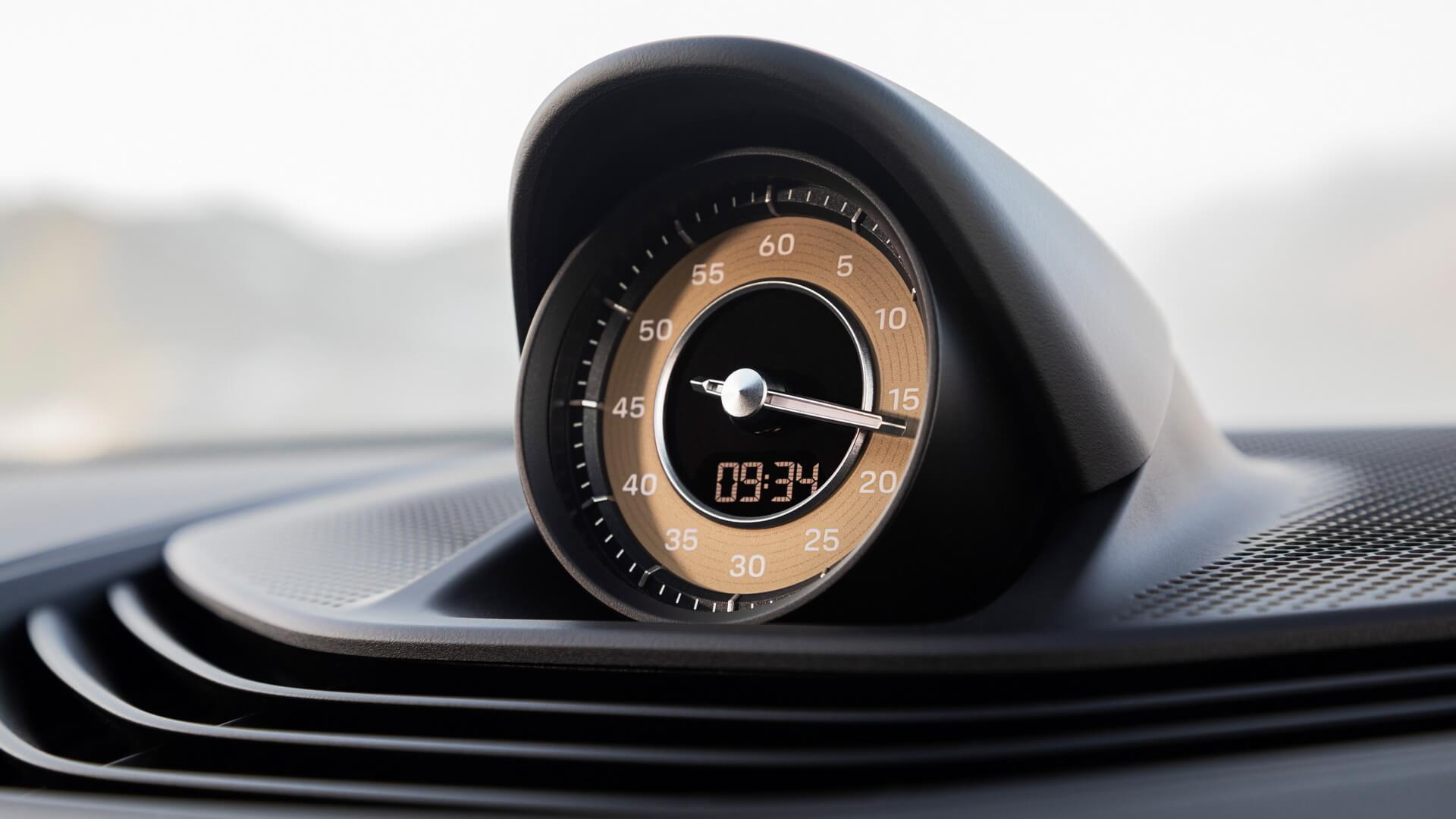 Аналоговий годинник Porsche Taycan