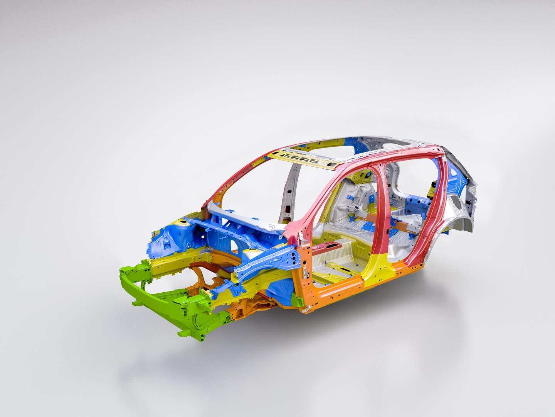 Volvo розробила нову унікальну конструкцію захисту для пасажирів і акумулятора