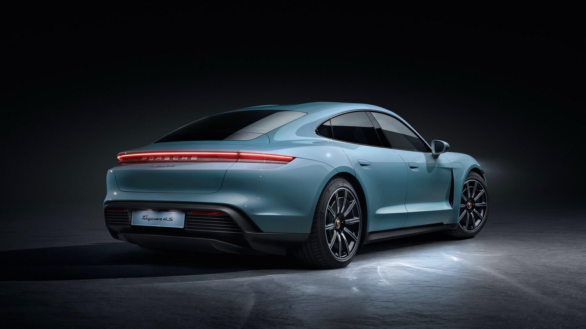 Porsche представила модель Taycan 4S