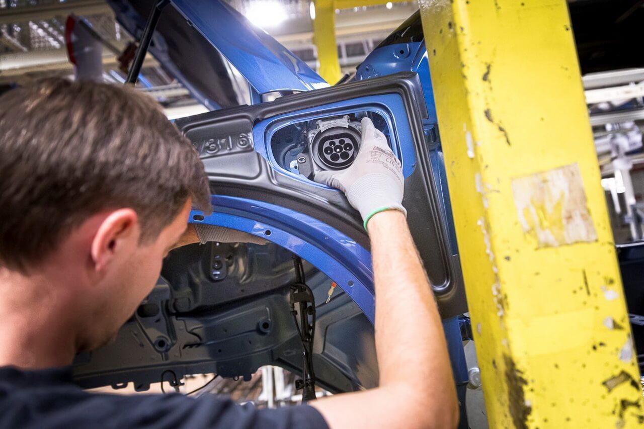 Виробництво плагін-гібридів Volvo