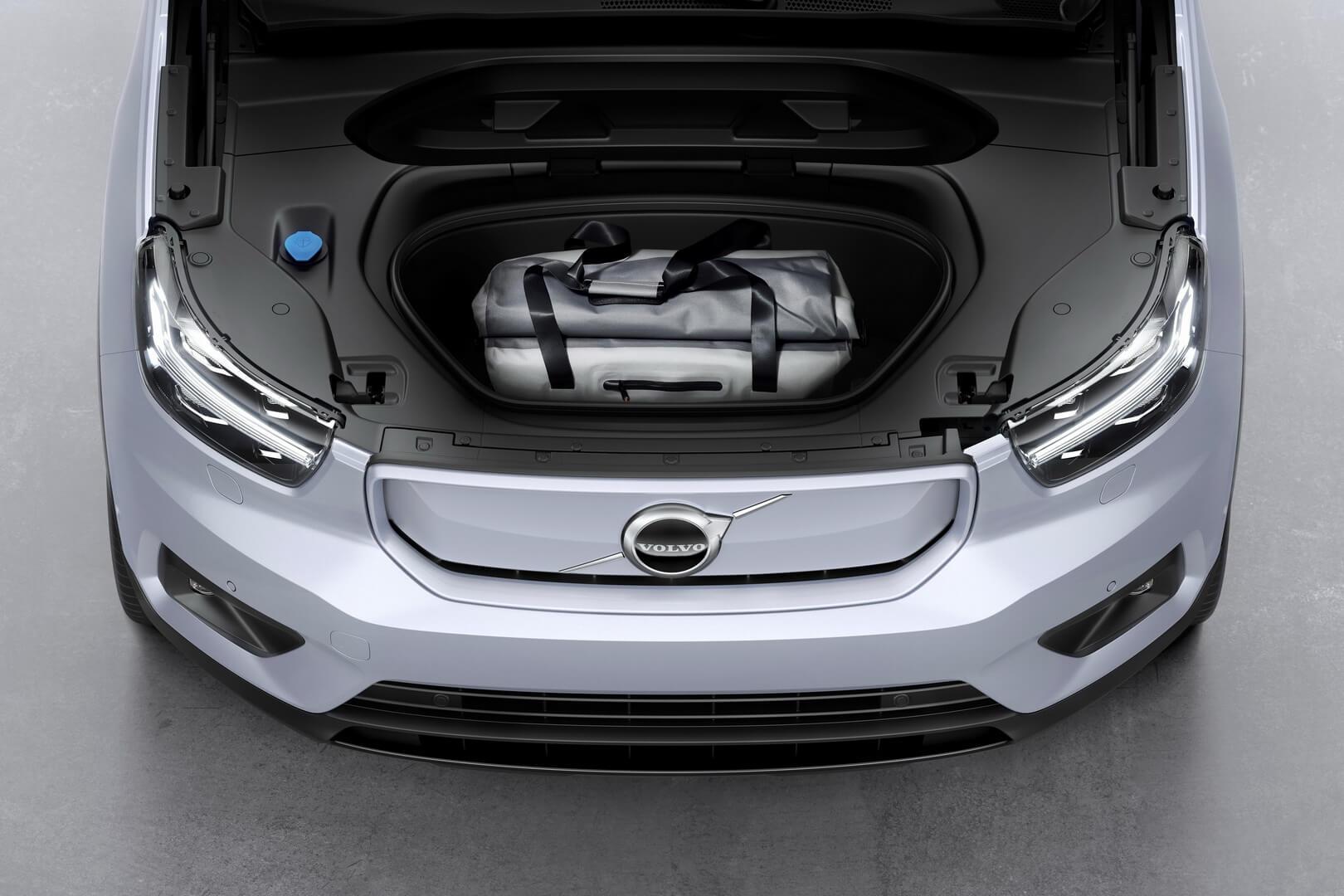 Електричний кросовер Volvo XC40 Recharge отримав передній багажник