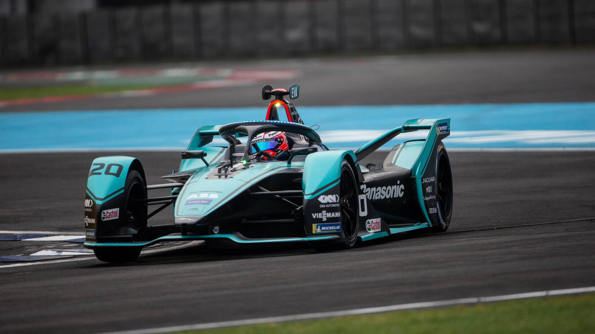 Електричний болід команди Panasonic Jaguar Racing