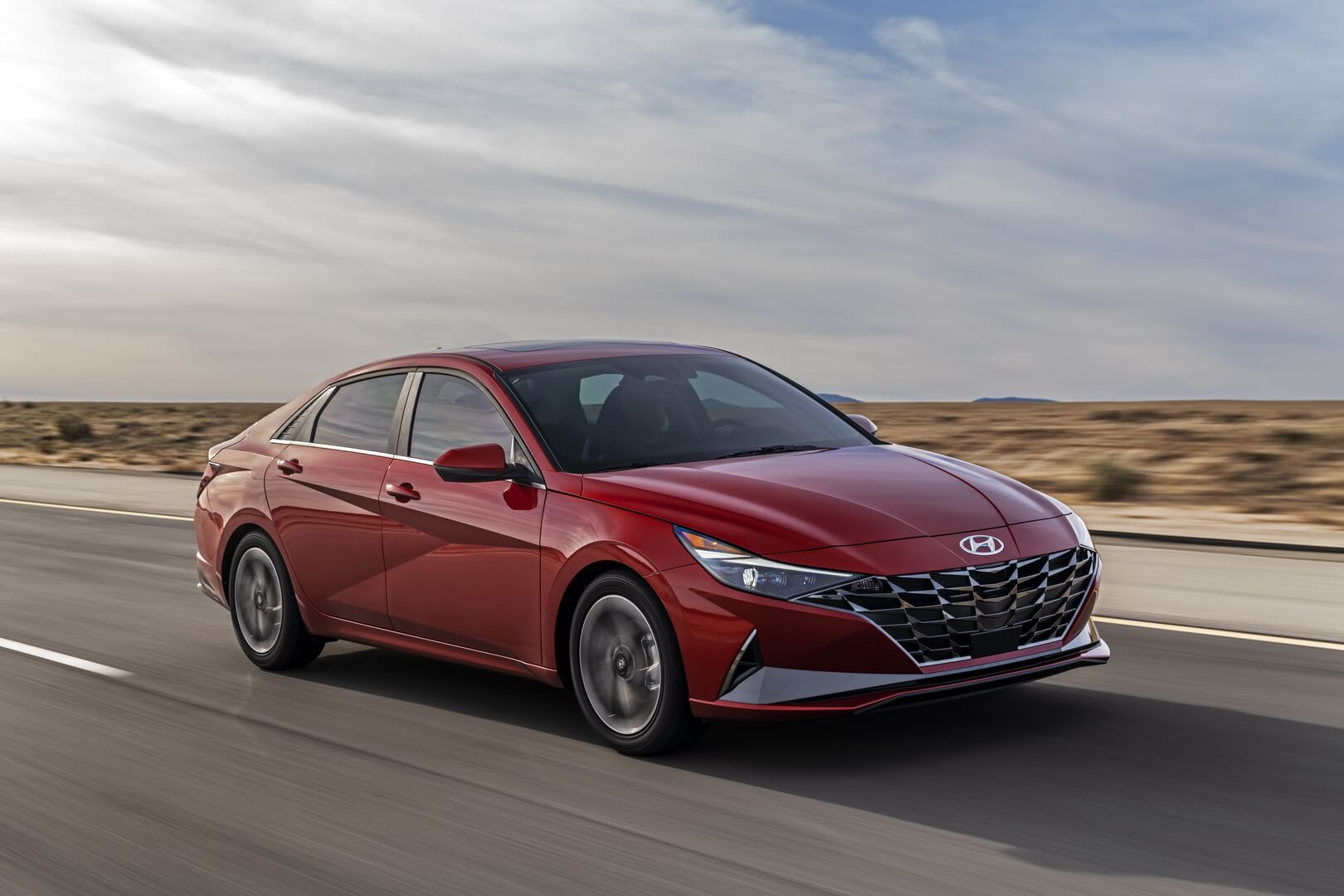 Сьоме покоління бізнес-седану Hyundai Elantra отримало гібридну модифікацію