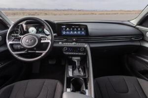 Дизайну інтер'єру Hyundai Elantra Hybrid