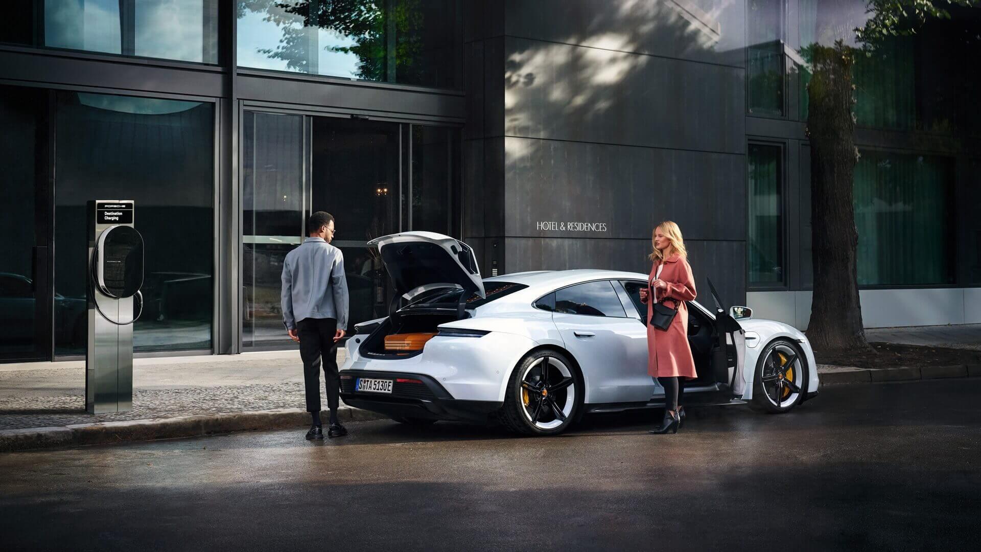 Брендові зарядні станції Porsche Destination Chargers