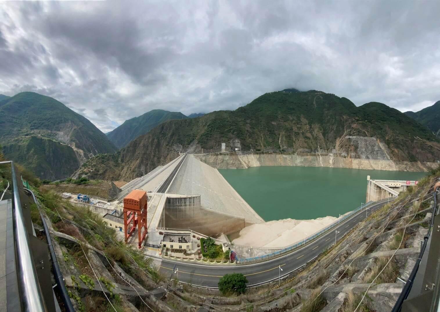 Гребля гідроелектростанції в Ченду