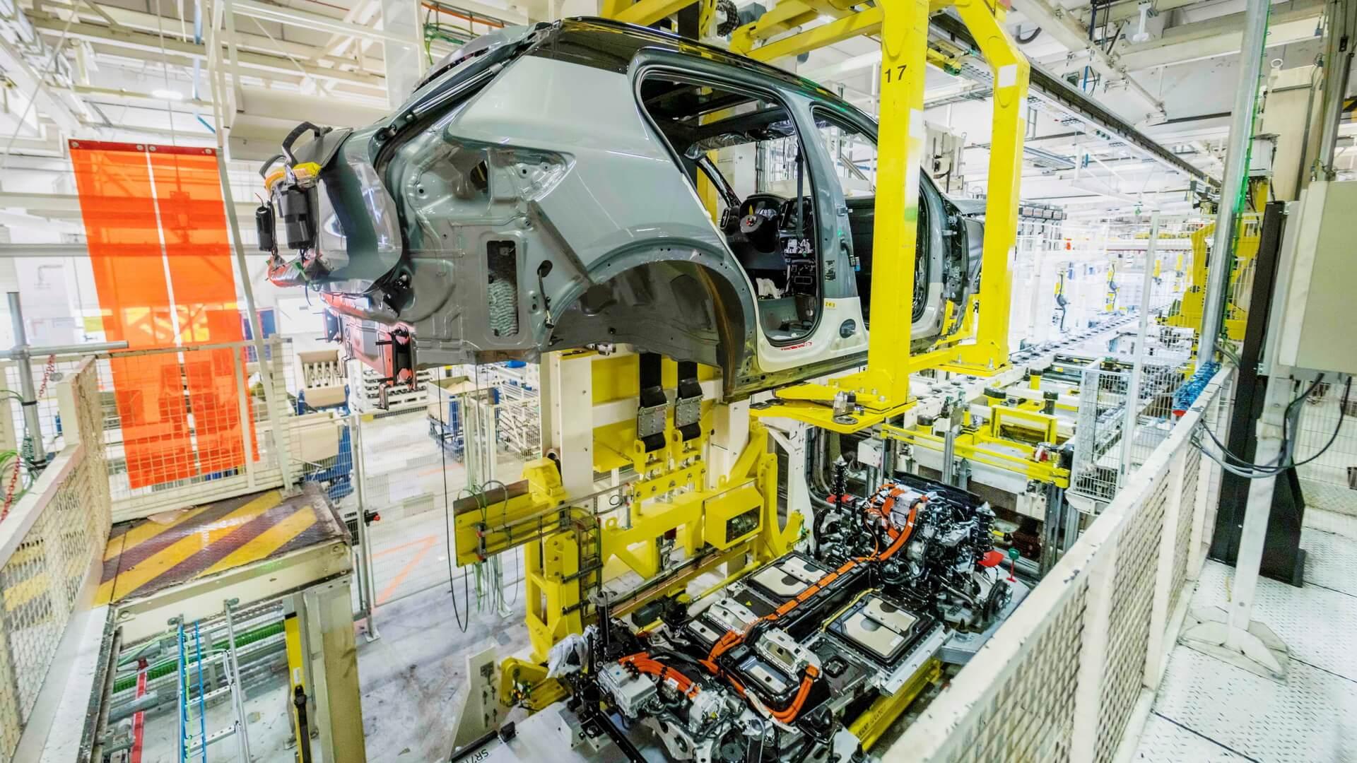 Повністю електричний Volvo XC40 Recharge запущений у виробництво
