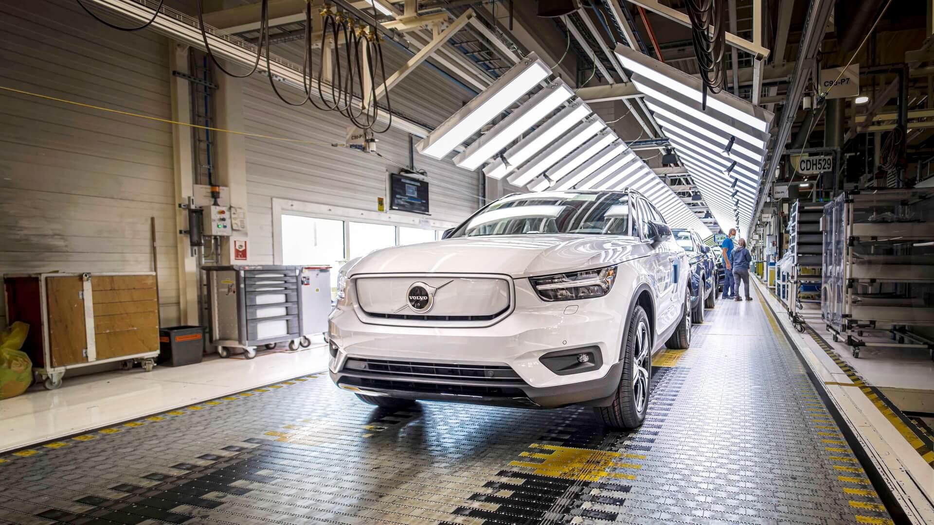 Volvo розпочинає виробництво електричного кросовера XC40 Recharge
