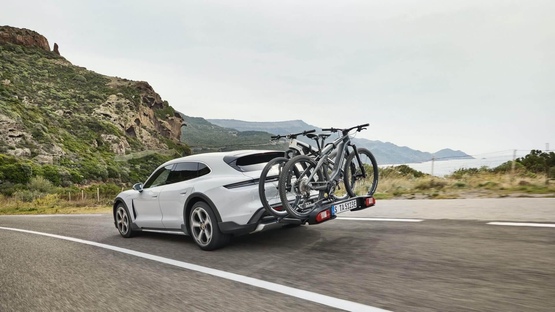 Porsche представляє Taycan Cross Turismo: більш практичну версію високопродуктивного електромобіля