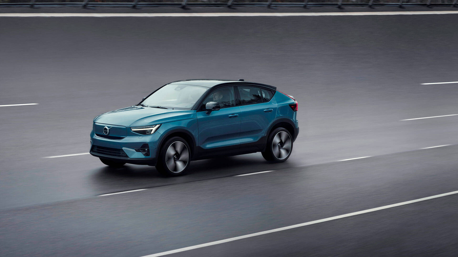 Volvo C40 Recharge буде пропонуватися виключно з електричним приводом