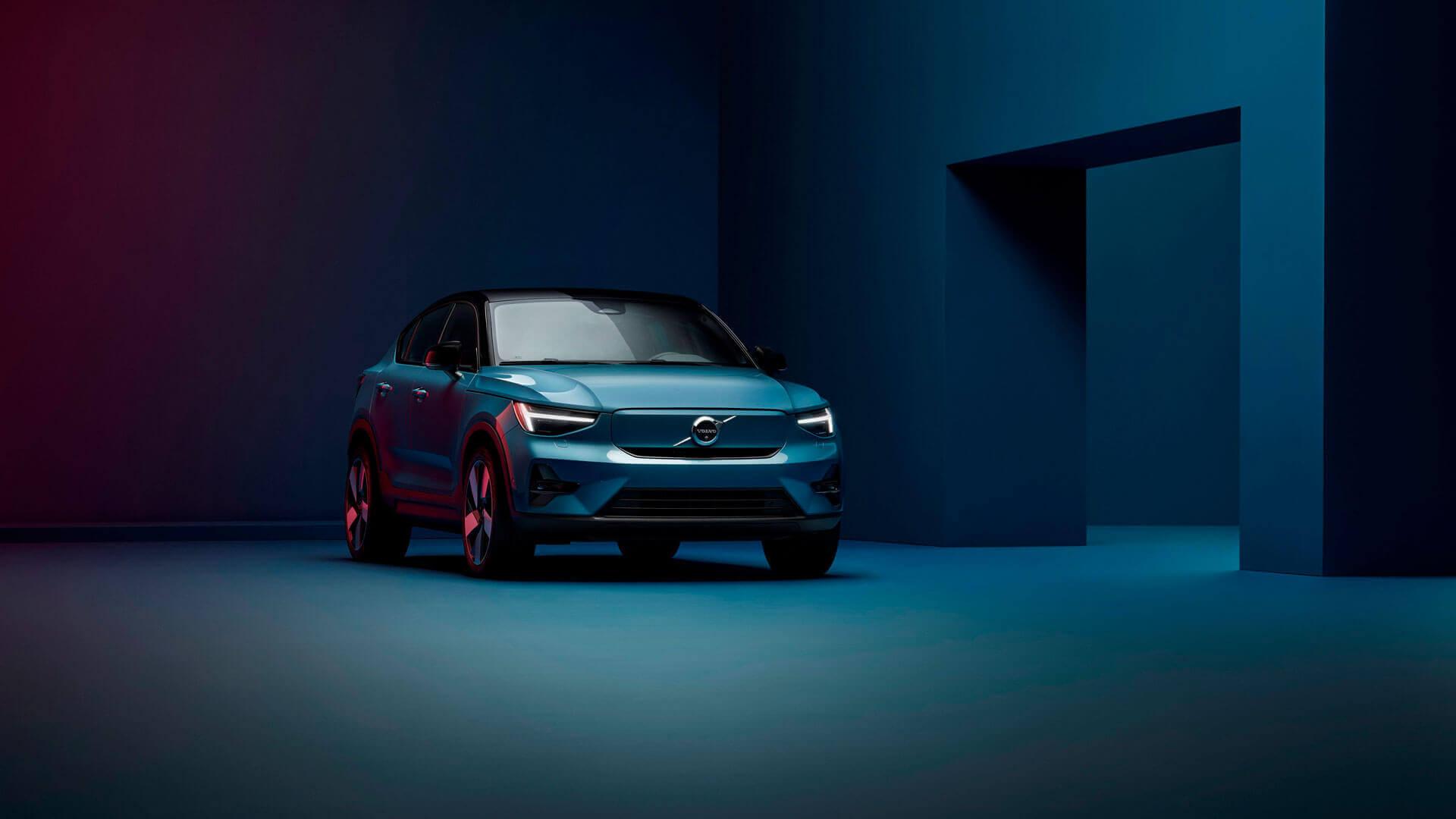Volvo представила свій другий серійний електромобіль C40 Recharge