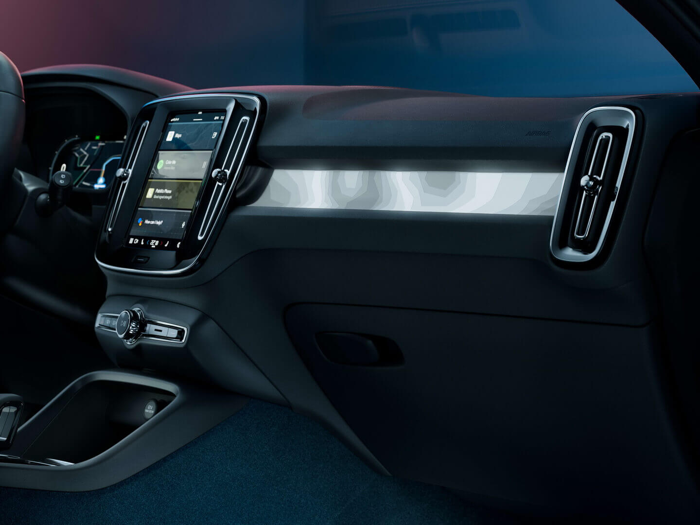 Інтер'єр електрокроссовера Volvo C40 Recharge