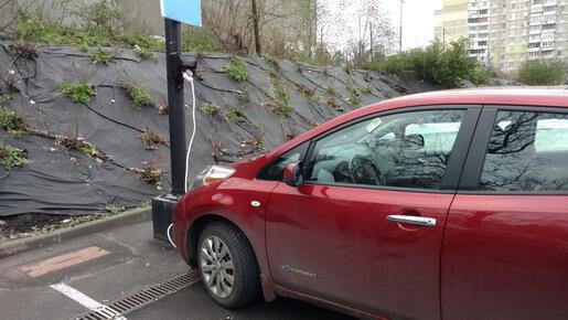 Безкоштовна зарядка електромобіля на паркінку ТЦ Academ City