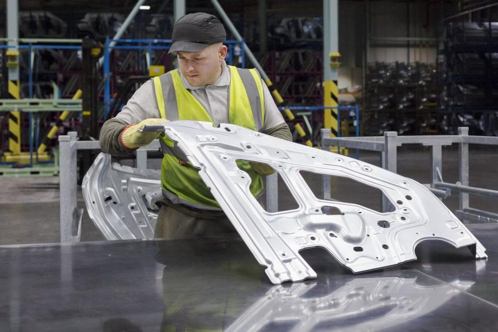 Виробництво Nissan Leaf 2018 — фото 3