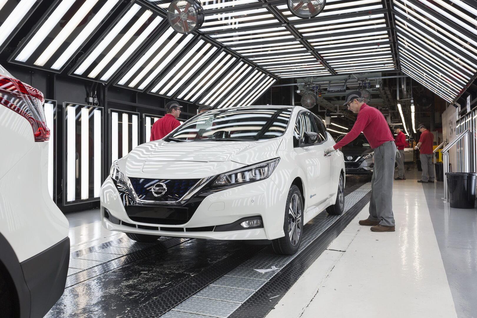 Огляд електромобіля Nissan Leaf 2018 на заводі