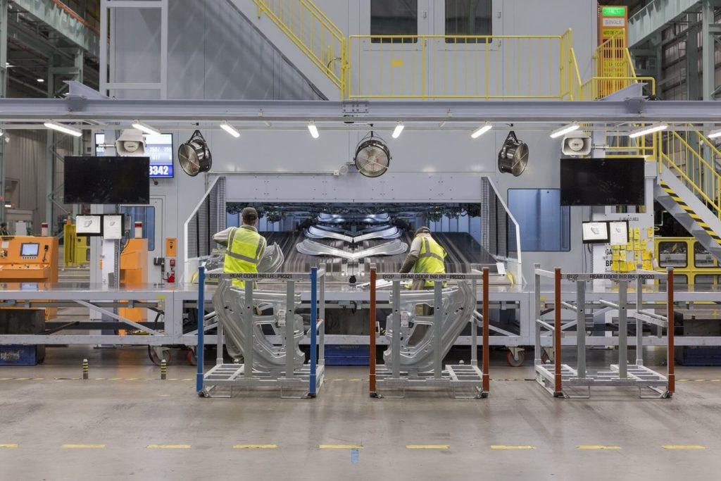 Виробництво Nissan Leaf 2018 — фото 2