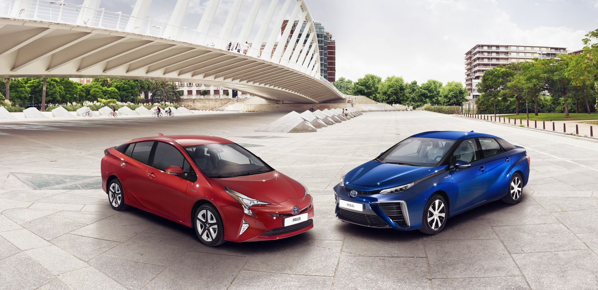 Гібрид Toyota Prius Hybrid та Toyota Mirai FCV на паливних елементах